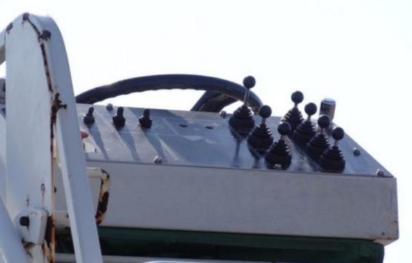 ハイリフトローダー車 操作レバー