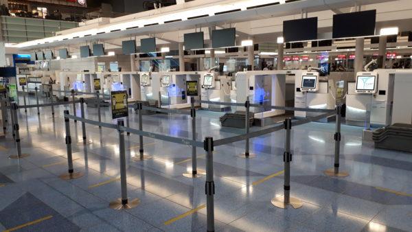 羽田空港第3ターミナル設置の自動手荷物預け機(SBD)の写真