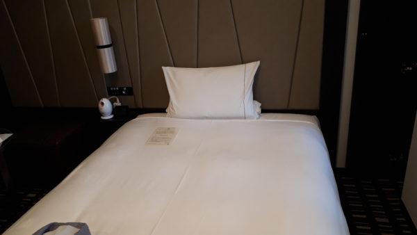ロイヤルパークホテル羽田のプレミアムフロア客室のベッドを撮影した写真