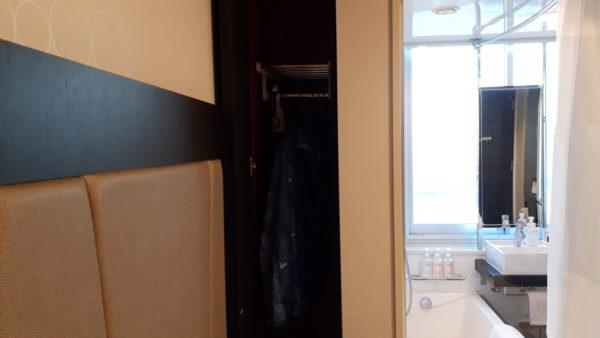 ロイヤルパークホテル羽田プレミアムフロア客室のクローゼットを撮影した写真