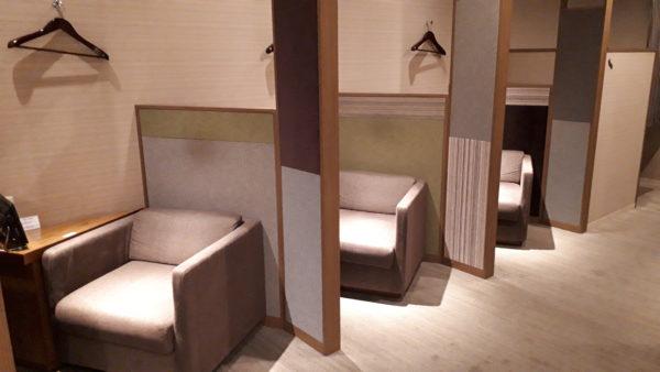 広島空港カードラウンジもみじのプライベート座席の写真