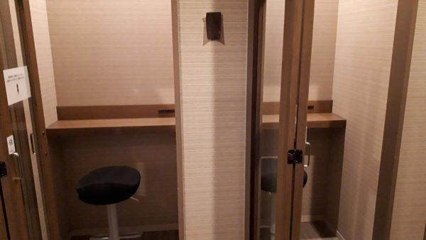 広島空港カードラウンジ【もみじ】の旧電話ブースの写真