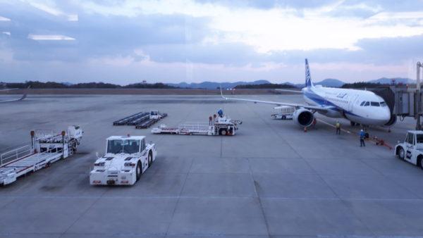 飛行機に装着するハイリフトローダー車