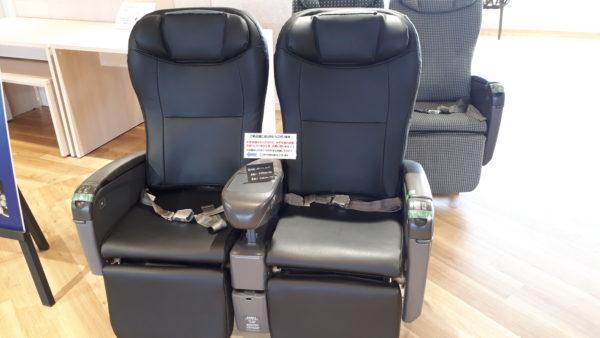 ラグジュアリーフライト・革張りシート・布製シート