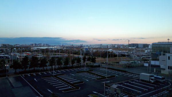 ロイヤルパークホテル羽田の駐車場側向きの客室から見える景色を撮影した写真