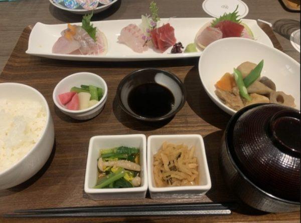 ロイヤルパークホテル羽田のテイルウインドお刺身盛り合わせ御膳の写真