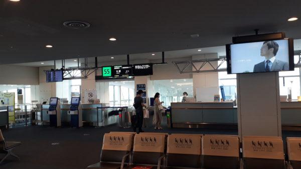 空港の搭乗ゲートの写真