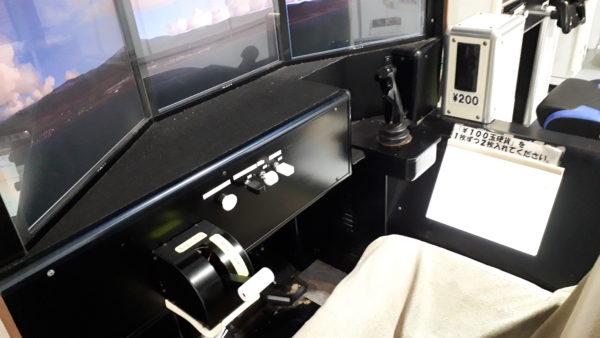 フライトシミュレーター 大型旅客機の操作席の写真