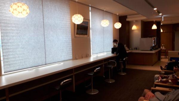 小松空港 スカイラウンジ白山 カウンターエリアの写真
