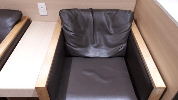 小松空港【スカイラウンジ白山】の椅子の写真