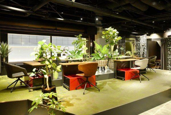 羽田空港にある足湯カフェ&ボディケアラックの店内の写真