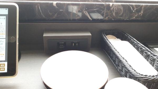LDH kitchen THE TOKYO HANEDA 電源プラグ USBポートの写真